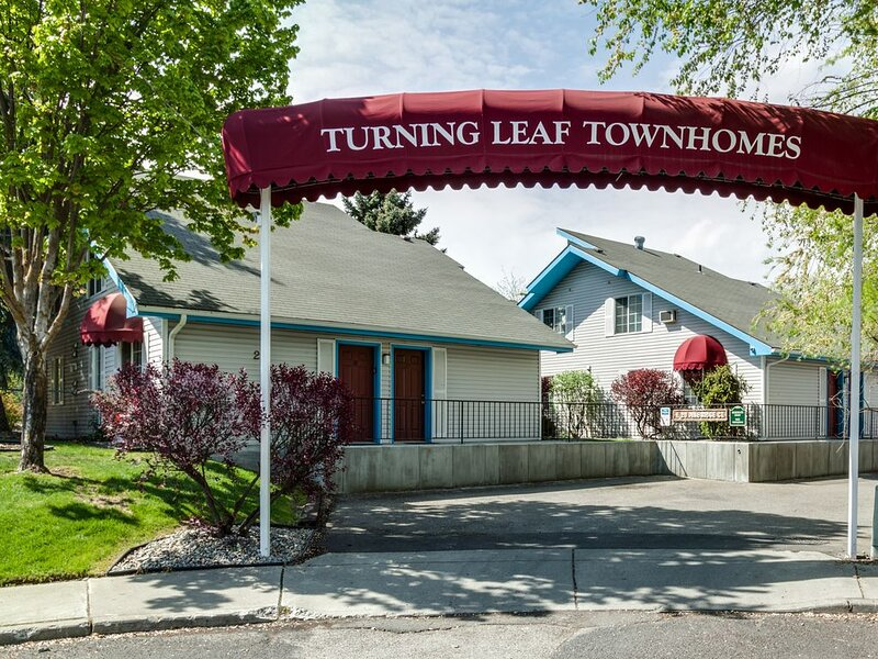Turning Leaf Furnished Townhomes, aluguéis de temporada em Elk