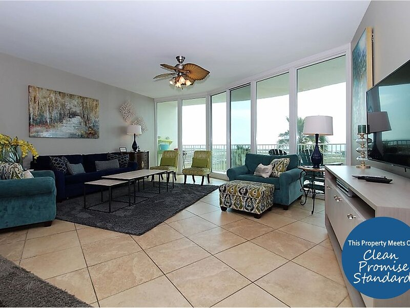 Contemporary Coastal Chic Caribe Condo, Updated Throughout Call Today!, holiday rental in Elberta