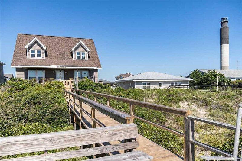 Linger Longer: 4 BR / 3 BA home in Caswell Beach, Sleeps 10, location de vacances à Caswell Beach