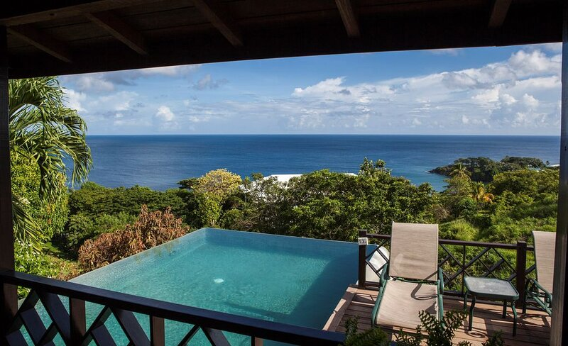 Private Infinity Pool Overlooking the Ocean | Luxury Villa, alquiler de vacaciones en Arnos Vale