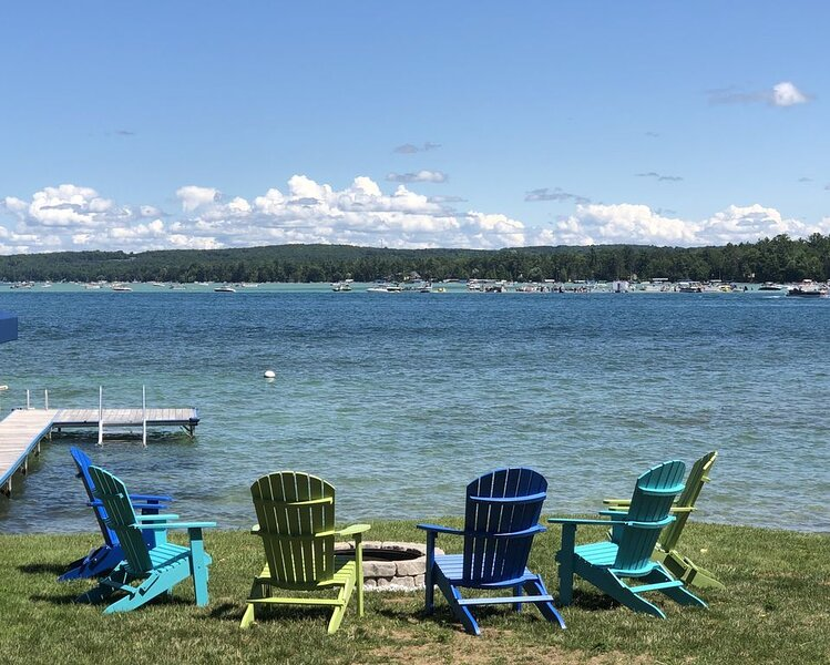 Completely renovated lakefront retreat, located on beautiful Torch Lake., alquiler de vacaciones en Rapid City