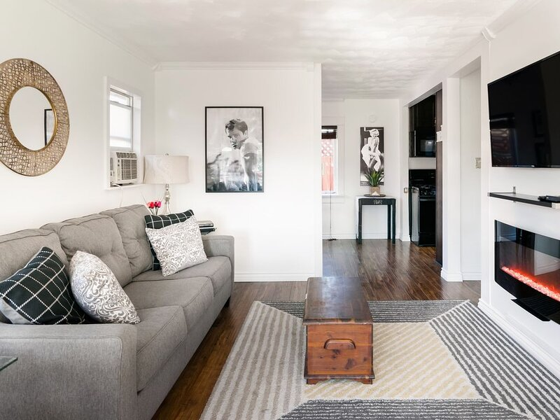 Sunny California-Style Bungalow, holiday rental in National City