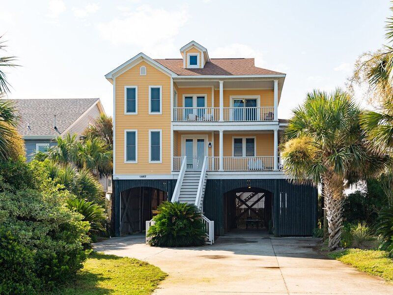 Group Fun! Ocean and Marsh Views Throughout, Public Beach Access 50ft Away!, holiday rental in Folly Beach