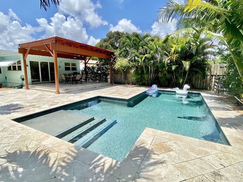 Beautiful Florida Villa Home located in Dania Beach near Beaches & Casinos, holiday rental in Dania Beach