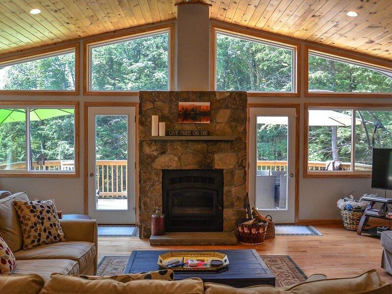 Luxury chalet nr Attitash w/fireplace-3 br;2+ba, location de vacances à Glen