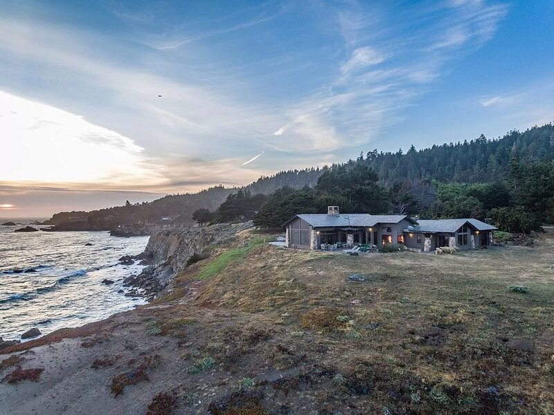 Private, Oceanfront Views, Great WiFi, Timber Cove, holiday rental in Jenner