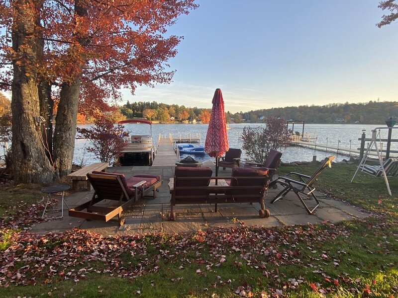 Enjoy the Magic of the Catskills in your Private Lakefront Home, vacation rental in Damascus
