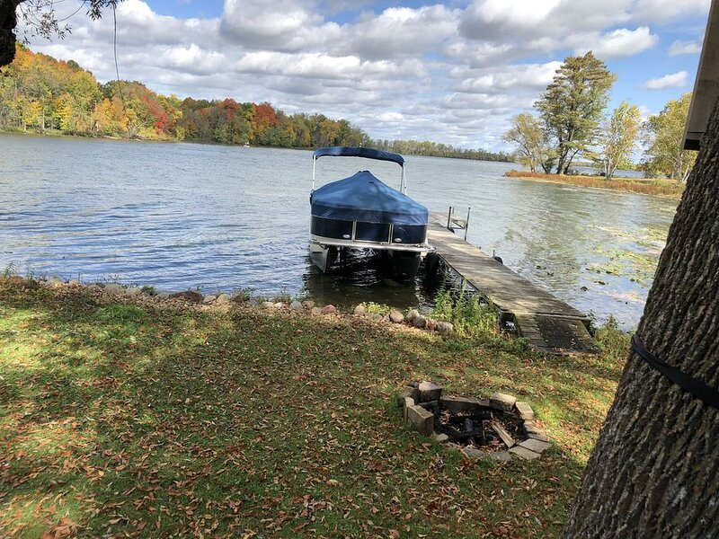 Easy drive from the Twin Cities! Rest and Relaxation at the lake., holiday rental in Rush City
