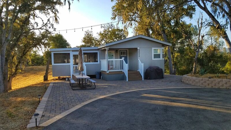 Beautiful, brand new manufactured home on the south shore of Lake Nacimiento., vacation rental in Lake Nacimiento
