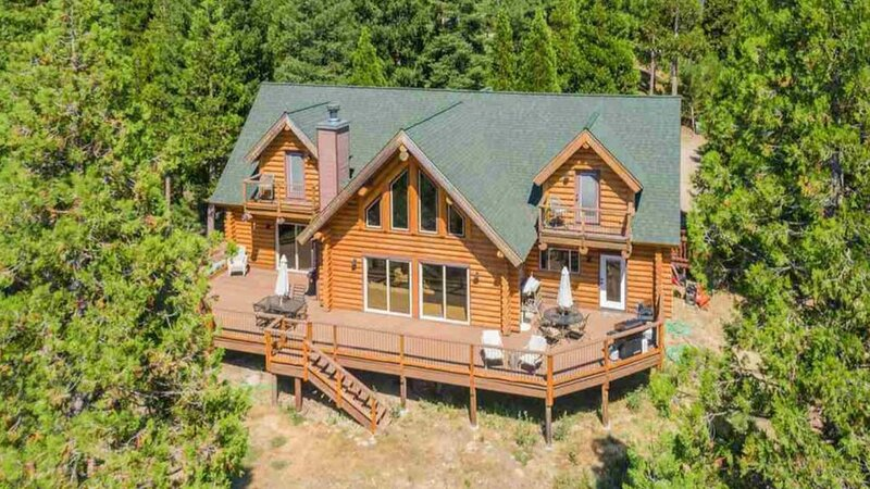 Luxurious and spacious log cabin rental. Family friendly environment. Lots of am, holiday rental in Beckwourth