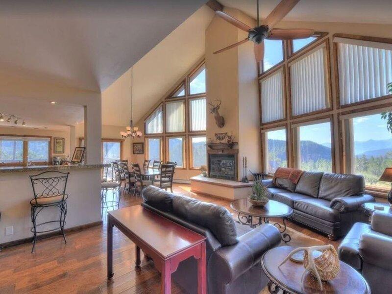 Family Vacation Dreams Come True - BIG Mountain Home on 80 Private Acres!, aluguéis de temporada em Cotopaxi