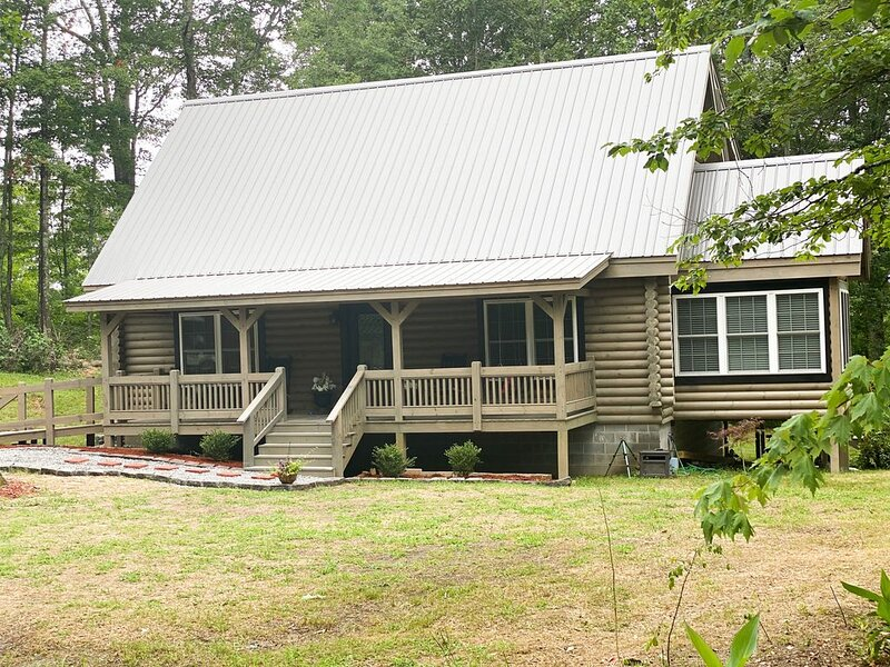 Beautiful Cabin on Private Wooded Acreage, vacation rental in Trenton