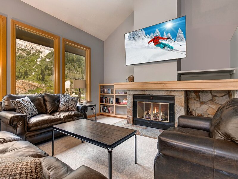 New listing! Gorgeous mountain home w/indoor hot tub - near Alta/Snowbird!, holiday rental in Alta
