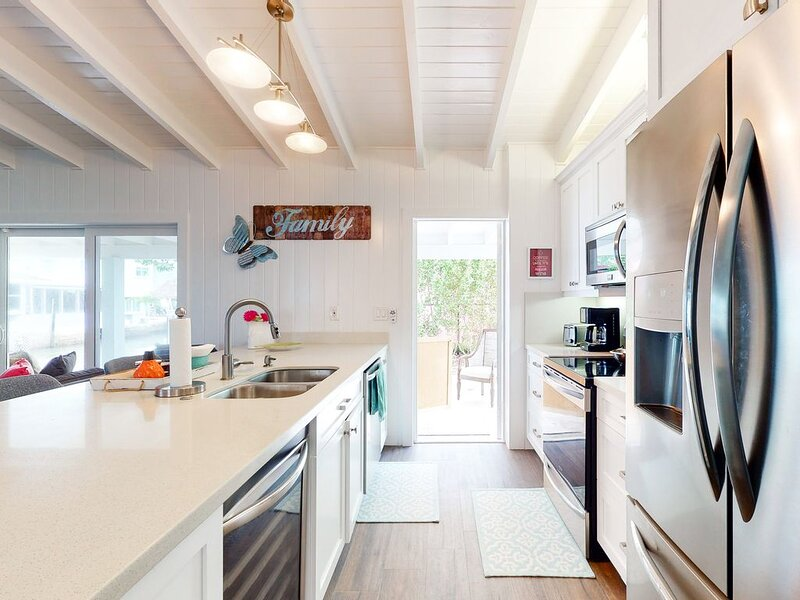New listing! Canalside home w/dock, shaded terrace, and open water access!, holiday rental in Sunset Point