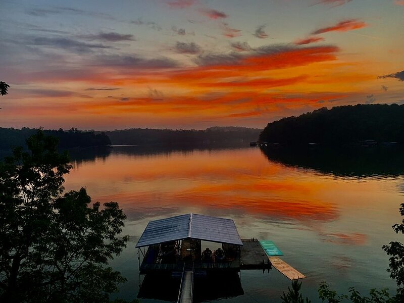 Beautiful Spot on Smith Lake, holiday rental in Crane Hill