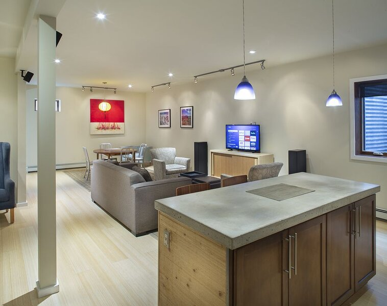 Stylish, Modern Downtown Oasis - Perfect Location!, vacation rental in Redstone
