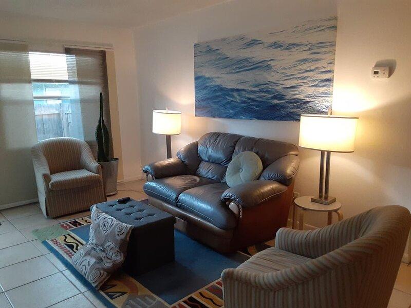 Casa Lola, 5 miles from Clearwater beach. 14 days max rental, alquiler de vacaciones en Belleair