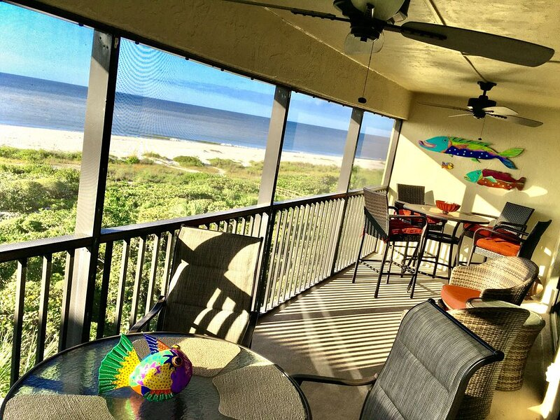 Relaxing Vacay On The Beach~ Top Floor With Elevator~ Newly Remodeled!, holiday rental in Sanibel
