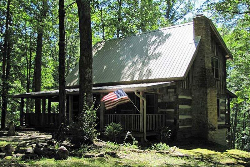 The Kelly Reed Cabin is a special piece of the past!, holiday rental in Morgantown