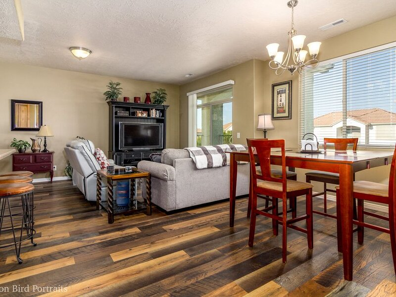 J and Amy's Getaway #2 w/ Deep Attached Single Car garage, holiday rental in Mesquite