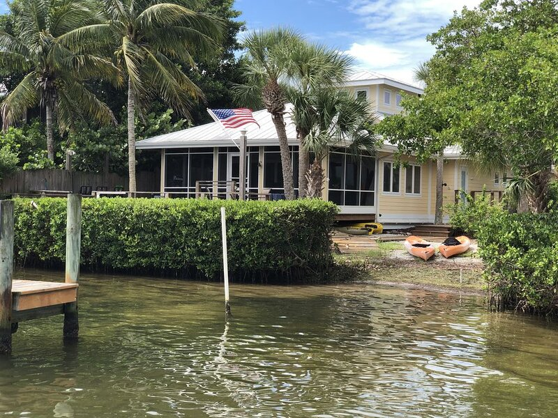 Resort- like Property!  Dock out front, Beach out back!  Amazing Amenities!, vacation rental in Placida