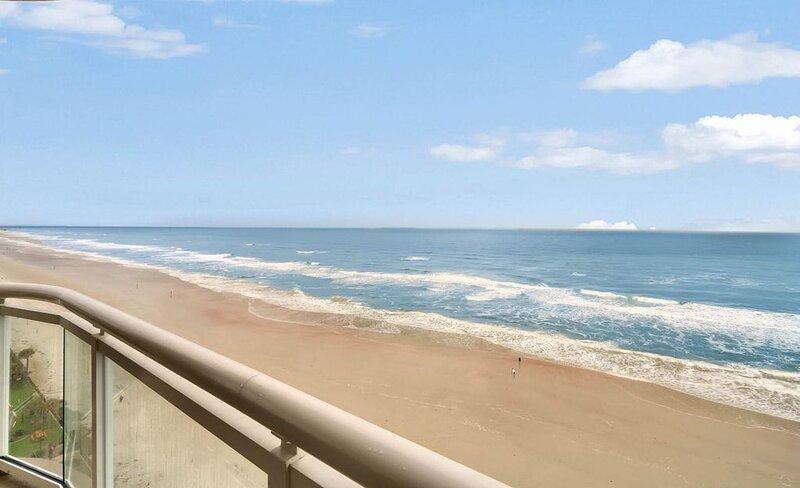 Five-star beautiful ocean-front Penthouse 1104, 3 BR 3 BATH. Great for families!, alquiler de vacaciones en Daytona Beach