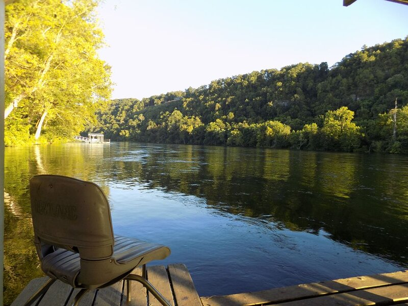Cozy family home close to the River (Lodge 6), holiday rental in Lakeview
