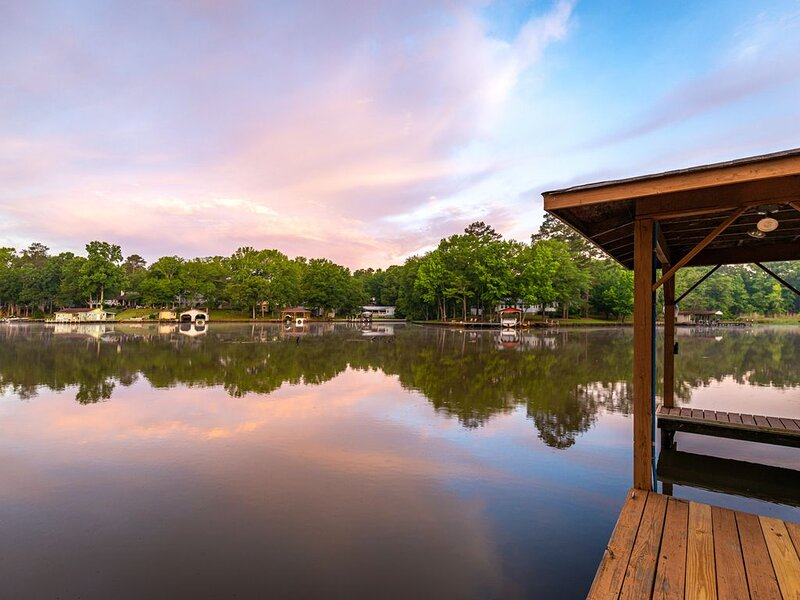 Lakefront Home near Lake Sinclair, dock, firepit, vacation rental in Milledgeville