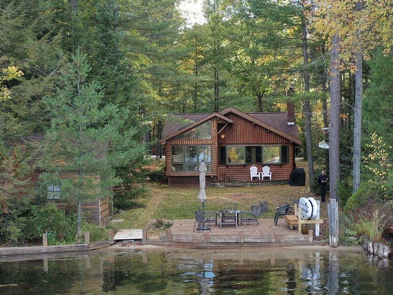 Log Cabin on Beautiful Lake in Northern Michigan, vacation rental in Otsego County