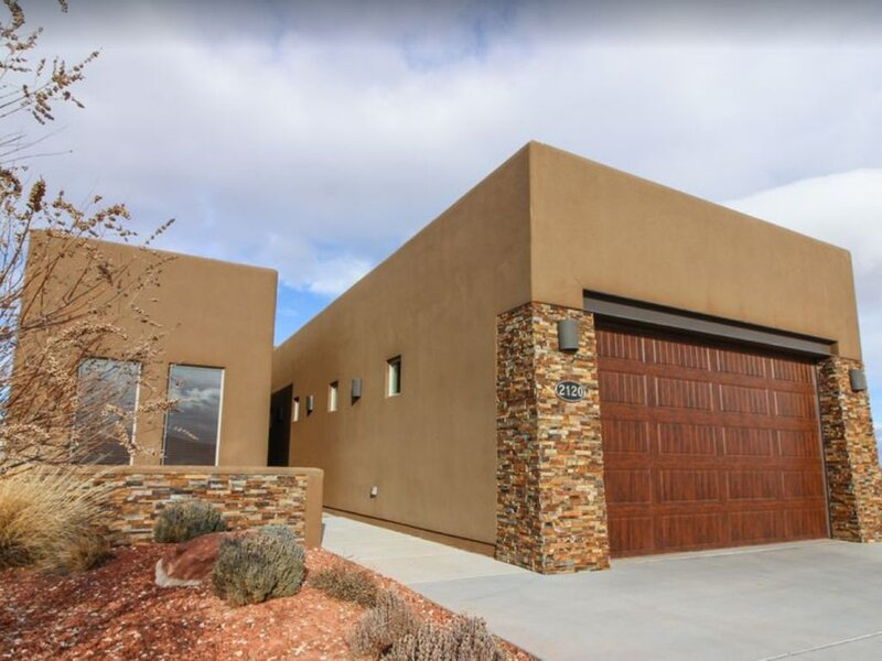Lake Powell's newest built VRBO home in Page. 4 Bedrooms- 50 Ft Garage & View!, vacation rental in Page