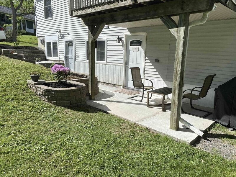 Charming, spacious, exceptionally clean & private apt! Ideal Ithaca location!, holiday rental in Brooktondale