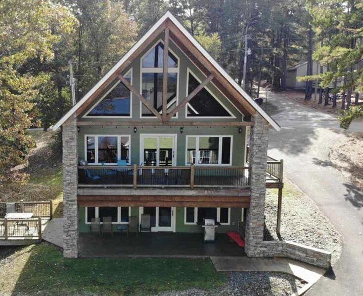 Lakefront cabin with boat slip! Awesome view!, holiday rental in Shirley