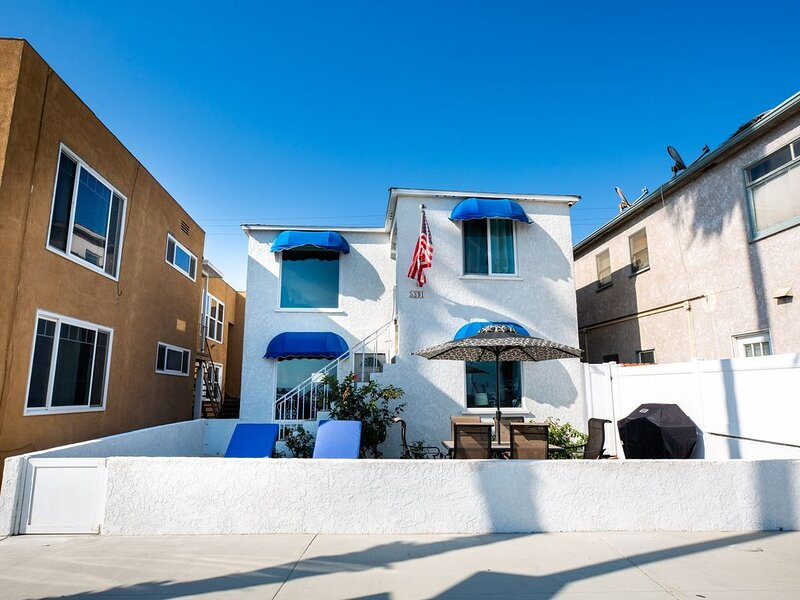Best Belmont Shore Location, Beach across the street, Alamitos Bay steps away!, holiday rental in Belmont Shore