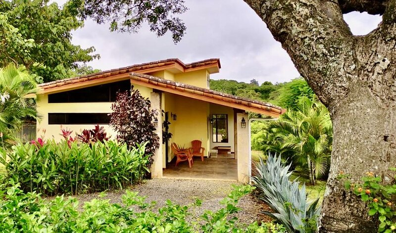 Comfortable, Well Designed 2 BR House, Walking Distance to Atenas Town, holiday rental in Province of Alajuela