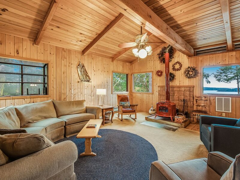 Beautiful views, wood stove, private deck!, vacation rental in Orcas