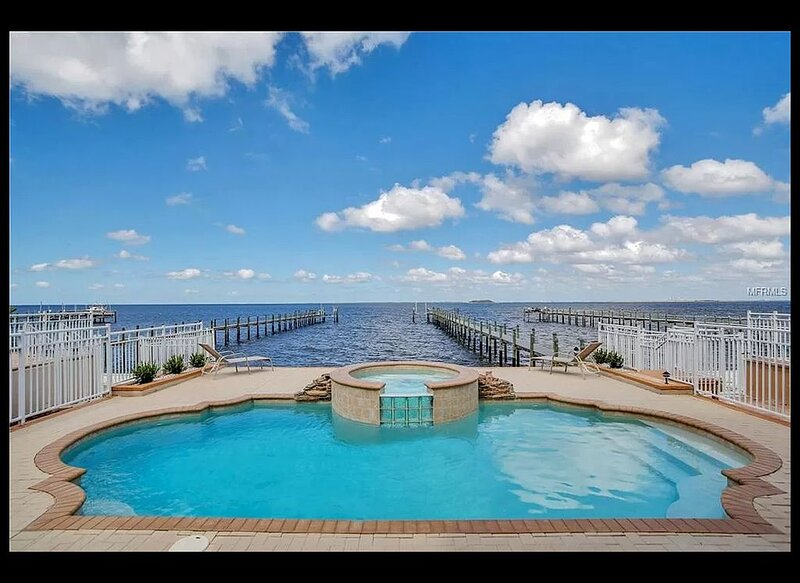 Large waterfront home with all the extras., holiday rental in Gibsonton