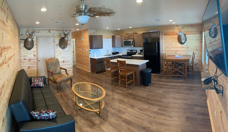Brand New Spacious 3-Bedroom 2-Bath Houseboat in Venice for Rent, holiday rental in Empire