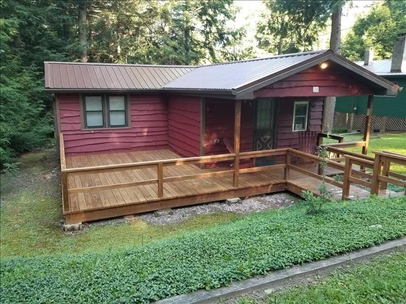 'Tranquilla Cottage' is a quaint cottage on the West Side of Lake Mokoma, holiday rental in Benton