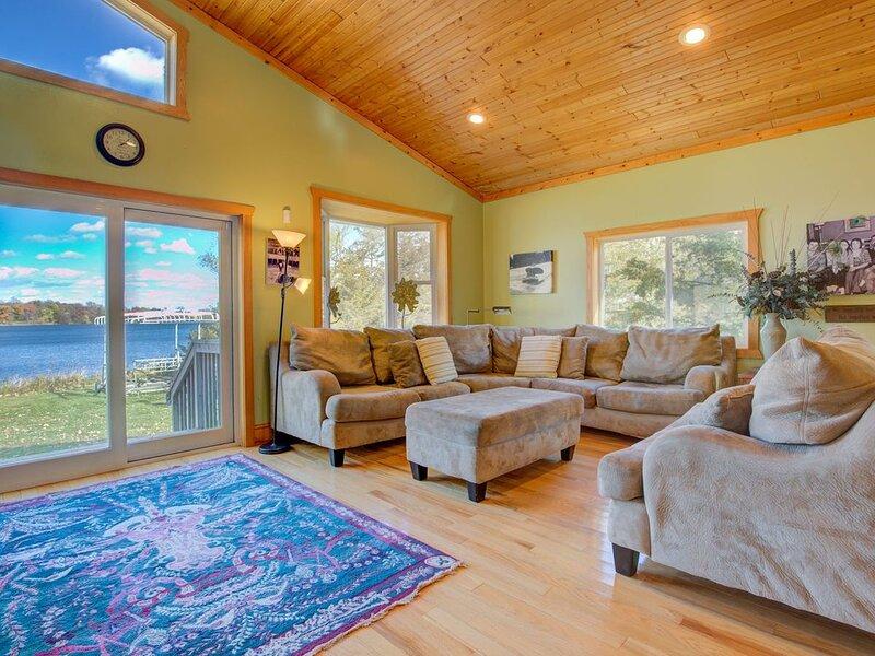 Beautiful Lake Home Retreat For Your Family, alquiler vacacional en Darwin