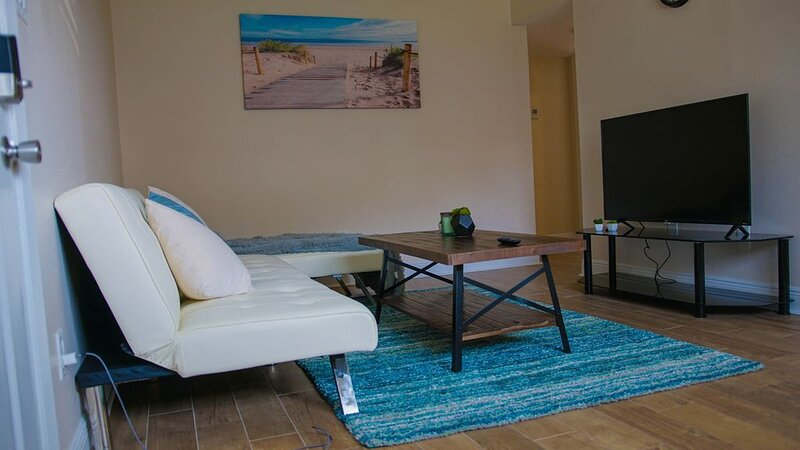 �CLOSE 2 CASINOS❤️ | SLEEPS 6 W/DEDICATED PARKING, holiday rental in D'Iberville
