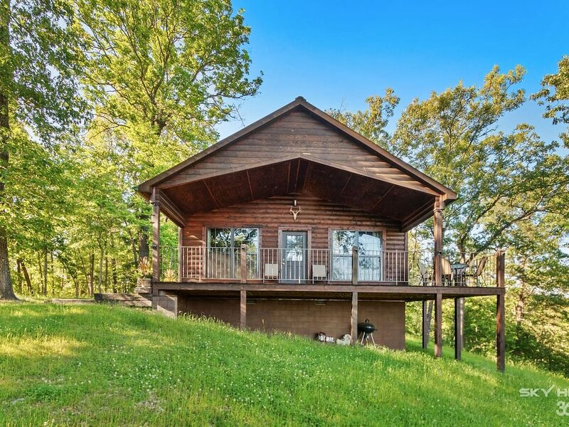 Foxcroft Cozy Cabin Oasis at Buffalo River with Wooded year around View. Peacefu, location de vacances à Everton