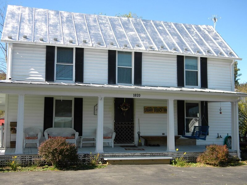 Peace, quiet & relaxation!  Family friendly home., location de vacances à Marion