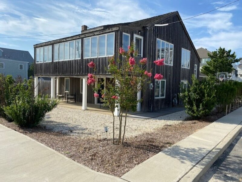 Traditional 5B/2Bath Beach House/ extra large lot across from beach/ heated pool, vacation rental in Normandy Beach