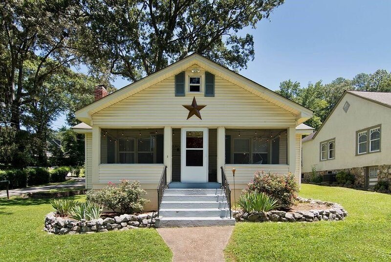 St Elmo Charming Cottage-w/ Screened-in Porch, aluguéis de temporada em Chattanooga
