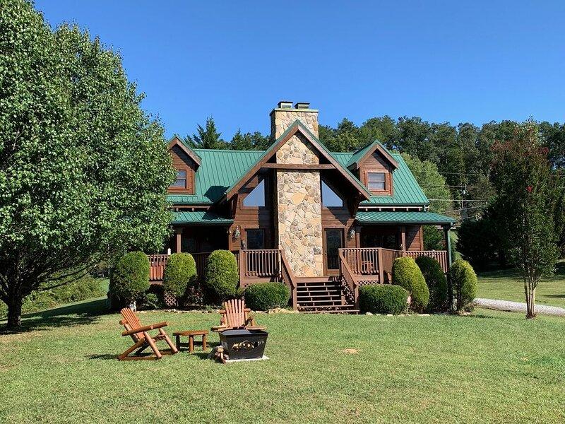 Beautiful Mountain Retreat, Amazing Views, Steps to Pool & Fishing Pond, alquiler de vacaciones en Wears Valley