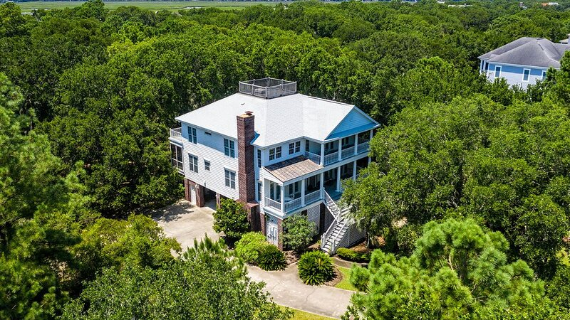 Sprawling Oasis Close to the Beach, holiday rental in Georgetown