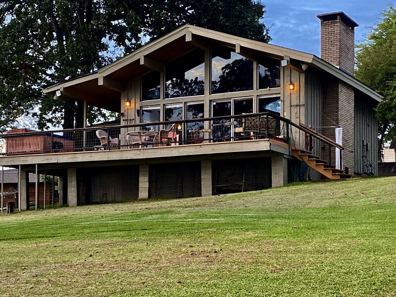 Gorgeous Lake O the Pines waterfront home, vacation rental in Ore City