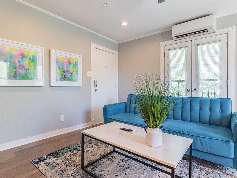 Clean and Stylish - Walk to Lower Greenville!, location de vacances à Mesquite