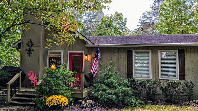 3 BR/2 BA Luxury Cabin -Close To The Lake!, vacation rental in Monticello
