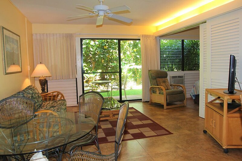 HK-A16 - Maui Vacation Rental on Maui's Gorgeous Ma'alaea Bay Harbor / Shops, aluguéis de temporada em Kahului